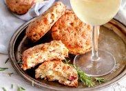 рецепт Сконы с яблоком, сыром и беконом