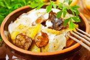 рецепт Мясо с картофелем в горшочке