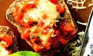 рецепт Гренки с сыром и томатным соусом