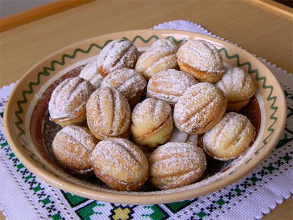 Выпечка орешки со сгущенкой