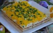 рецепт Необычный салат с крекером, тунцом и сыром