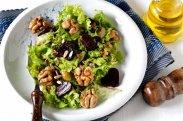 рецепт Салат со свеклой и орехами