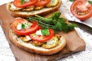 рецепт Бутерброд с помидорами