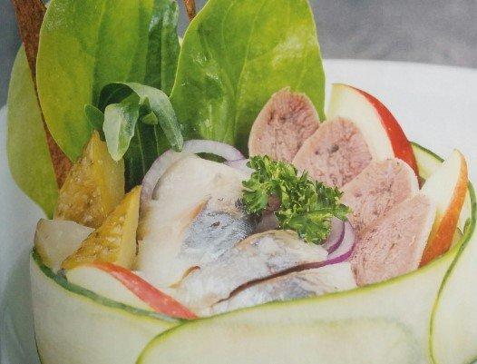 Салат с огурцами и рыбой от Эктора рецепт с фото