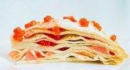 рецепт Блинный торт с красной икрой и слабосоленой рыбой