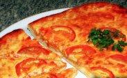 рецепт Как приготовить домашнюю пиццу с колбасой и сыром в духовке