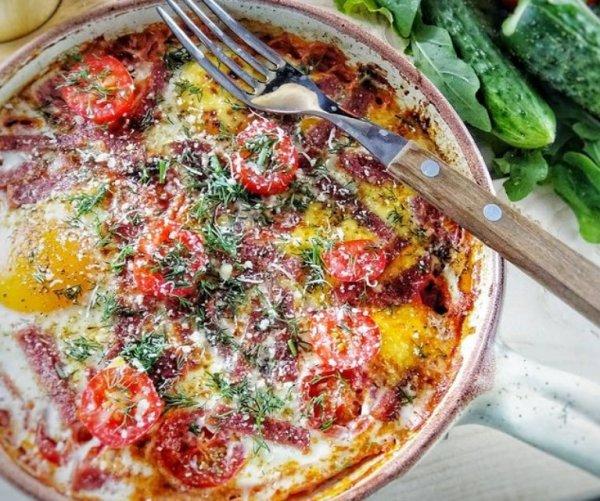 Яичница шакшука на сковороде рецепт с фото